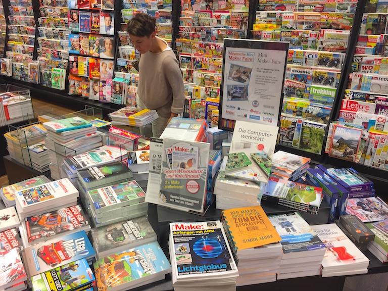 """Passende Bücher und die Heise-Zeitschrift """"Make"""" wurden in Dortmund angeboten."""