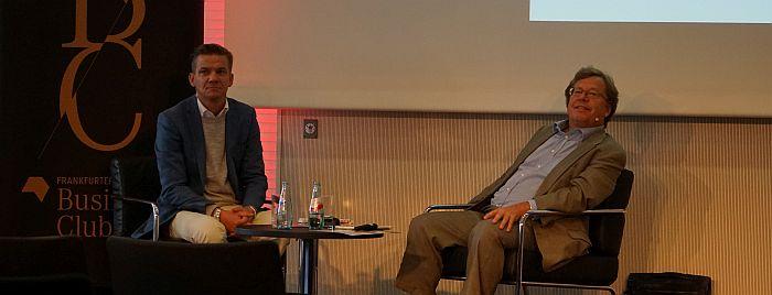 Bonnier-Chef Jacob Dalborg (l.) beim CEO-Talk, der von  Rüdiger Wischenbart moderiert wurde (Foto: buchreport)