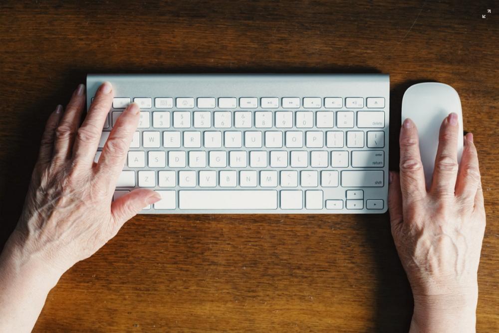 Alte Hände schaffen genauso was weg wie junge. Foto: Unsplash