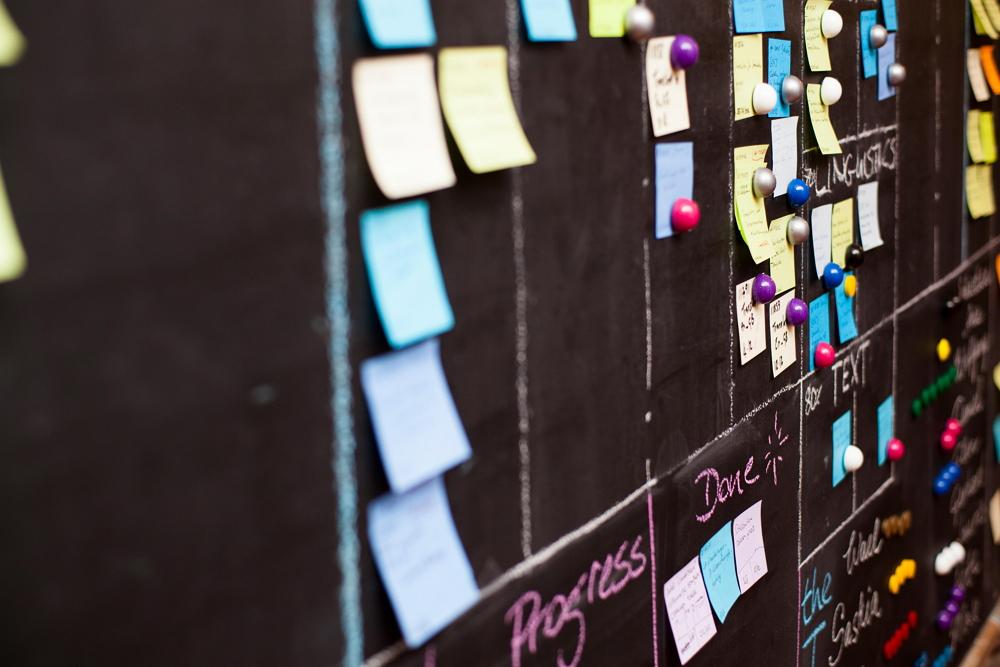 Die Komplexität von KI-Projekten sollte den Mittelstand nicht davon abhalten, die Potenziale auszuloten. Foto: Retresco.