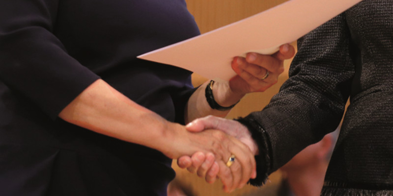 Der nachhaltige Handschlag der Monika Grütters