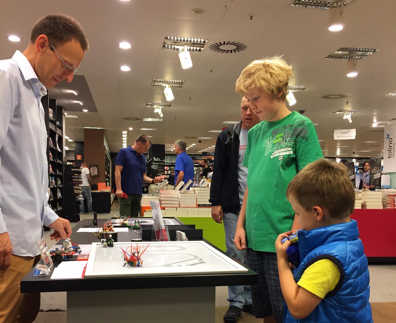 Treffpunkt für die ganze Familie: Viele Kinder kamen zur Mayersche Mini Maker Faire nach Dortmund.