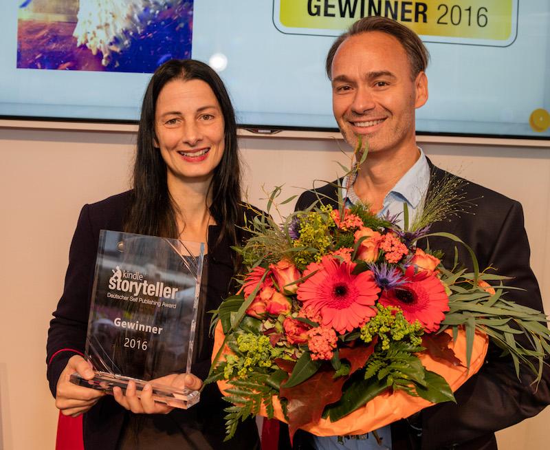 Gewinner Halo Summer und Andreas von der Heide, Director Kindle Content Deutschland