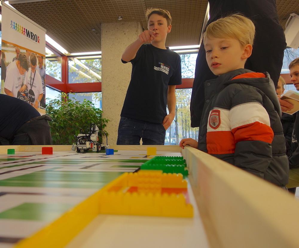 Mit der World Robot Olympiad werden Kinder und Jugendliche an Technik herangeführt.