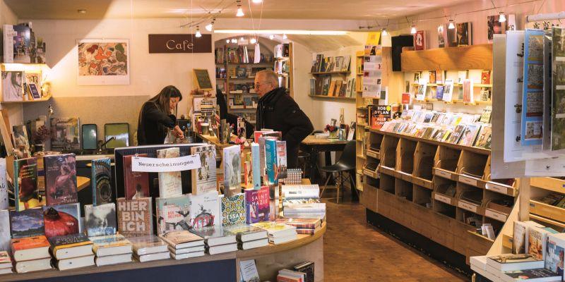 Buchhandlung Winzerer bietet Orientierung im Dschungel