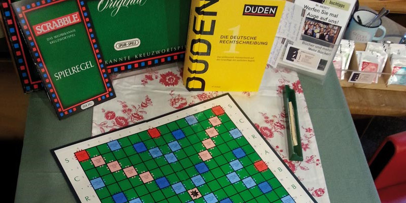 Duden-Aktion mit Tee und Scrabble