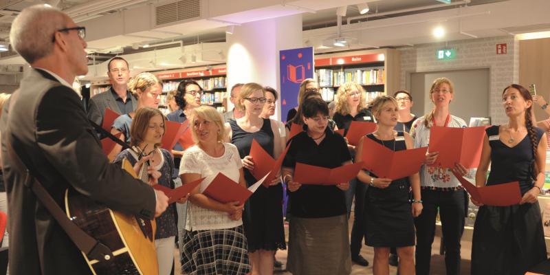 Themen im Juli: Hugendubel, Bertelsmann und Bonnier feiern