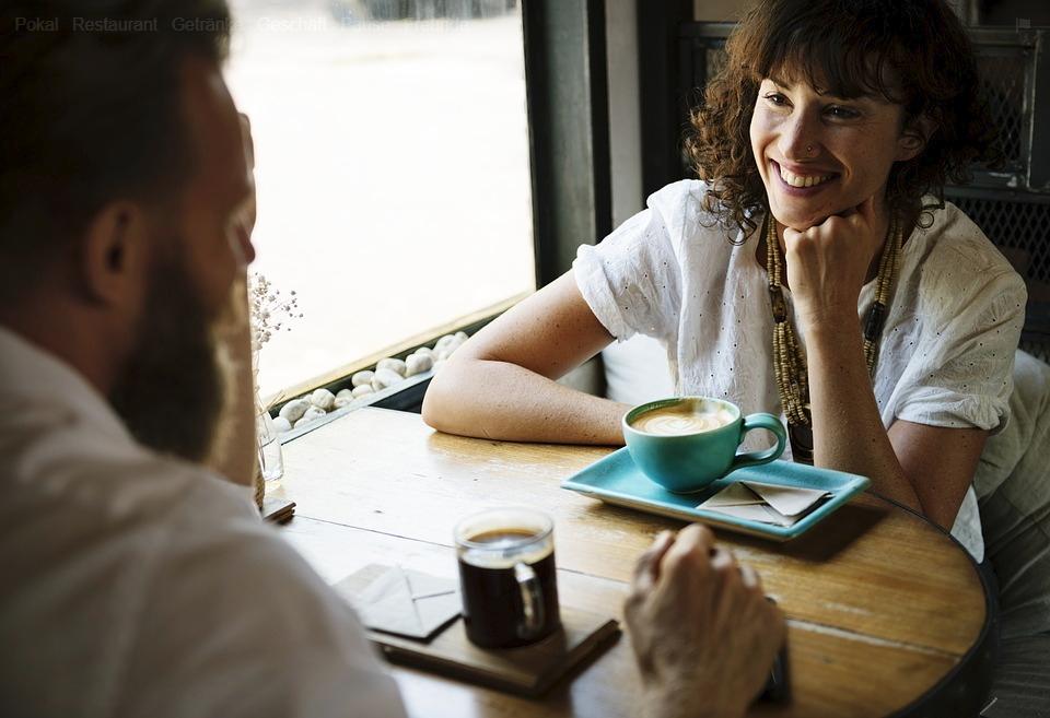 In einer Arbeitspause entstehen manchmal die entscheidenden Gespräche und Ideen. Foto: Pixabay.
