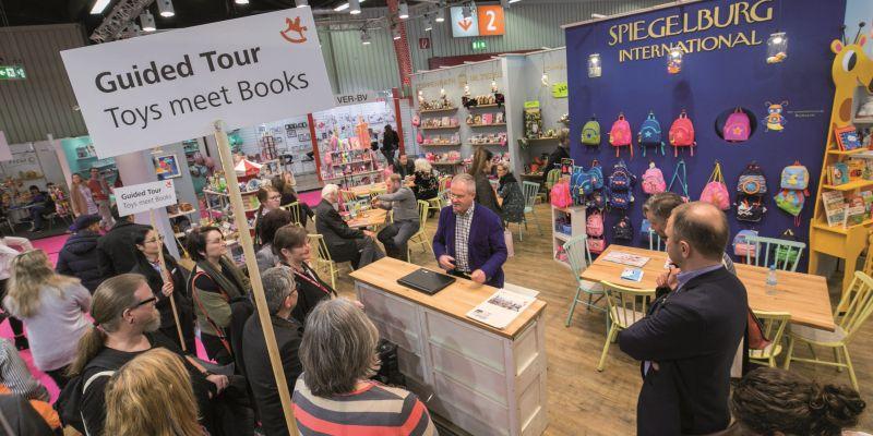 Themen im Februar: Buchhändler und Spiele, Lübbe mit Licht und Schatten