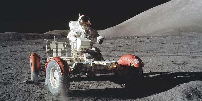 Titelvielfalt zum Mondlandungs-Jubiläum