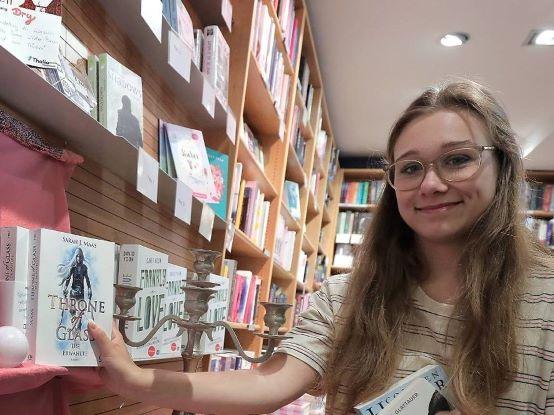 Bloggerin Kristin Jentsch präsentiert ihre Buchtipps bei Thalia Krefeld (Foto: Thalia)