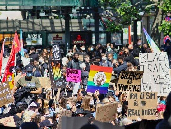 Die #BlackLivesMatter-Bewegung hat in den vergangenen Monaten nicht nur in den USA, sondern auch hierzulande viele Menschen auf die Straße gezogen (Foto: Patrick Behn/pixabay).