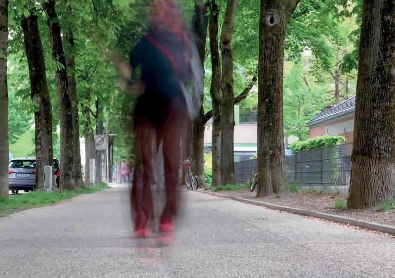 Ergebnis der Langzeitbelichtung mit dem LIVE-Modus des iPhone: nur die sich bewegende Person ist unscharf!