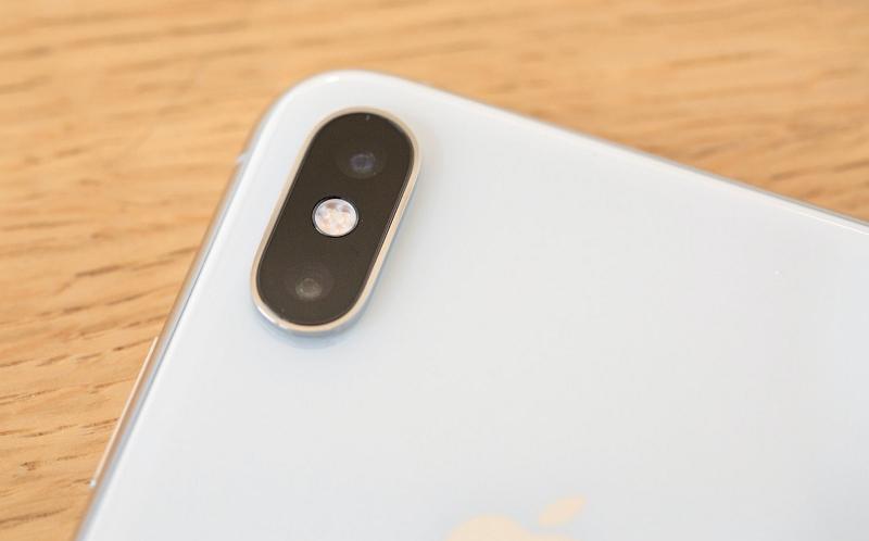 Dual-Kamera des iPhone Xs. In der Mitte sitzt der Blitz