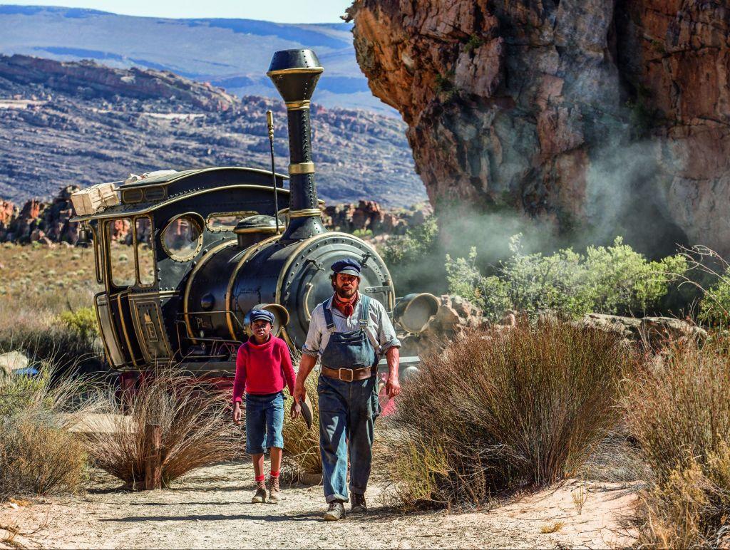 Jim Knopf und Lukas der Lokomotivführer brechen zu neuen Abenteuern auf. (Foto: 2018 Warner Bros.)