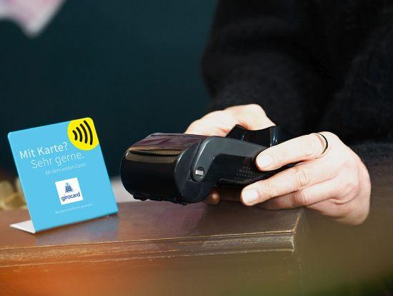 Auch in kleinen Läden wird inzwischen mit Girocard gezahlt (Foto: Euro Kartensysteme)