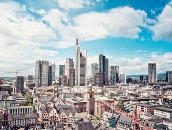 Blick auf die Frankfurter Innenstadt und das Bankenviertel