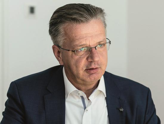 Torsten Löffler ist Geschäftsführer der Unternehmensgruppe Dr. Eckert, einem der größten Bahnhofsbuchhändler Deutschlands. Seit 2019 führt er den Verband Deutscher Bahnhofsbuchhändler (VDBB) als Vorsitzender. (Foto: Gyarmaty/UGDE)
